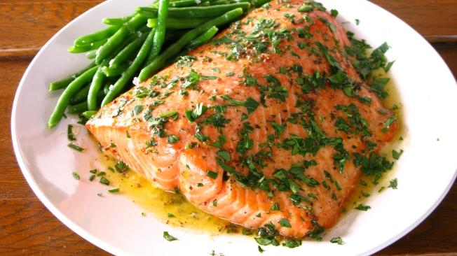 Simple and delicious salmon recipe via Dear Martini Blog